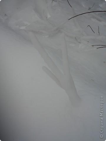 Такая сосулька есть в Челябинской области. Каждый раз она разная, все зависит от погодных условий, температуры, ветра и др. Просто из под земли бьет фонтан и зимой замерзает. А вокруг красота неописуемая. Сами смотрите. фото 15