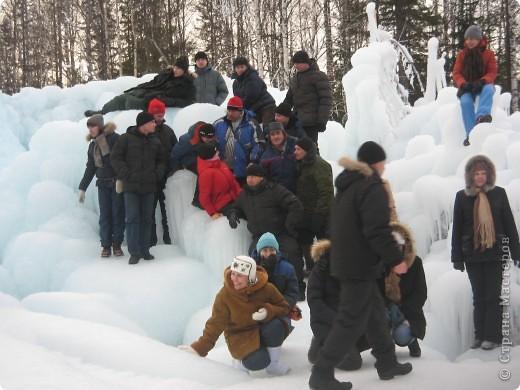 Такая сосулька есть в Челябинской области. Каждый раз она разная, все зависит от погодных условий, температуры, ветра и др. Просто из под земли бьет фонтан и зимой замерзает. А вокруг красота неописуемая. Сами смотрите. фото 19