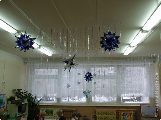 Благодаря мастерам этой страны, я вот такими снежинками и звездочками украсила мою группу. фото 2