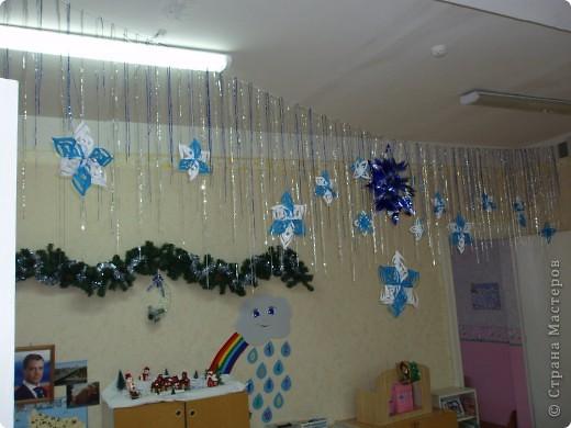Благодаря мастерам этой страны, я вот такими снежинками и звездочками украсила мою группу. фото 3