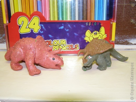 """Динозавры к уроку по окружающему миру в 1 классе (Программа """"Школа России""""). Это домашнее задание, которое выполнили ученики с родителями."""