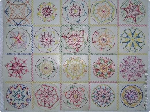Работы детей в технике изонить. Попытка самостоятельно составить орнамент в круге (основа картон 10*10см). Ну, а потом  объединили в одну работу.