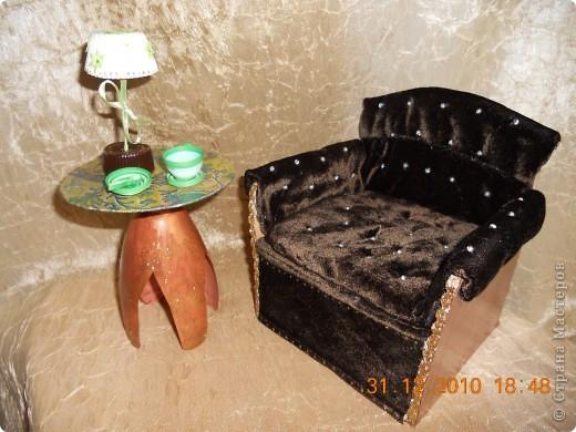 Кресло и стол. фото 1