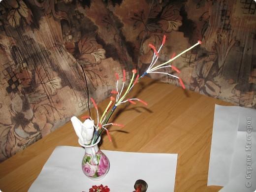 Для создания лилии (три раскрытых цветка и бутон) необходимо нарезать 18 проволочек 0,2-0,3мм по 18 см. каждая фото 14