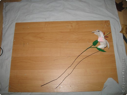 Для создания лилии (три раскрытых цветка и бутон) необходимо нарезать 18 проволочек 0,2-0,3мм по 18 см. каждая фото 25