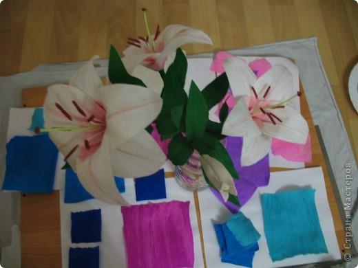 Для создания лилии (три раскрытых цветка и бутон) необходимо нарезать 18 проволочек 0,2-0,3мм по 18 см. каждая фото 31