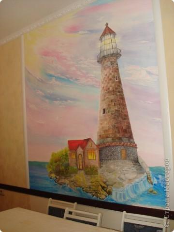 Картину нарисовала моя подруга Наташа у себя на кухне, на стене, это первая её роспись. Рисовалась она в течение года,вечерами после работы.  фото 1