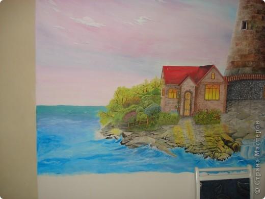 Картину нарисовала моя подруга Наташа у себя на кухне, на стене, это первая её роспись. Рисовалась она в течение года,вечерами после работы.  фото 7