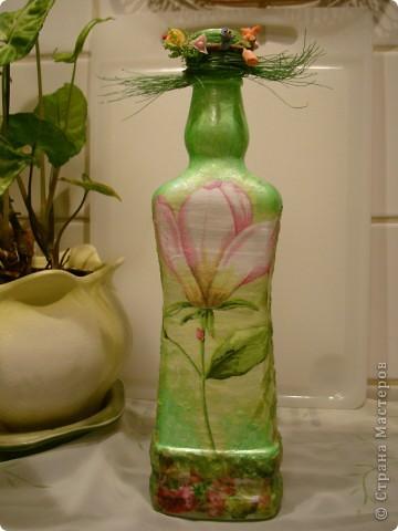 Продолжаю декорировать бутылочки.Не все получилось так, как замышляла вначале. Но результат решила всеже показать. фото 2