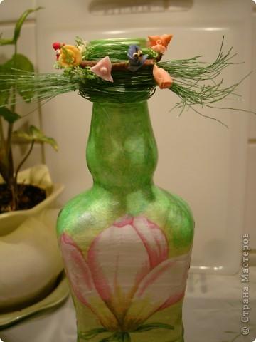 Продолжаю декорировать бутылочки.Не все получилось так, как замышляла вначале. Но результат решила всеже показать. фото 3