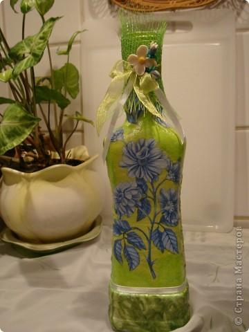 Продолжаю декорировать бутылочки.Не все получилось так, как замышляла вначале. Но результат решила всеже показать. фото 4