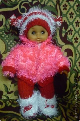 Остаются нитки, выкидывать жалко, так хоть для куклы что-то новенькое связать...))) фото 1