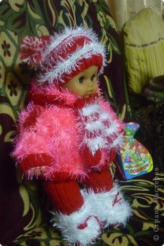 Остаются нитки, выкидывать жалко, так хоть для куклы что-то новенькое связать...))) фото 2