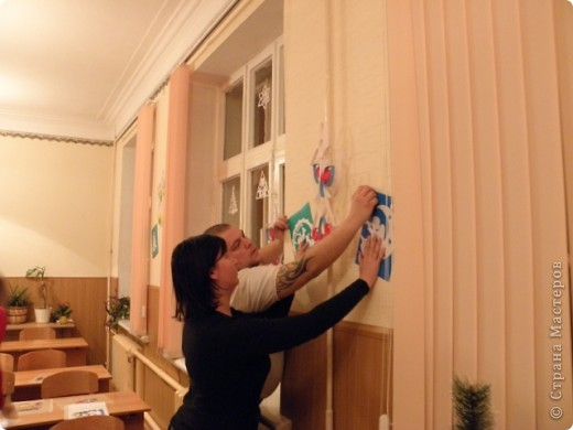 непонятно,кому больше было интересно : детям или взрослым?! по отзывам родителей все получили удовольствие от работы с витражными красками! фото 8