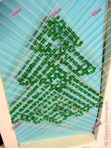 Ёлочка выполнена в технике Изонить+, это значит изонить и еще какая-либо другая техника. Мне захотелось сделать такую объемную изонить.   Придумала схему  и воплотила  в жизнь я сама.  фото 4