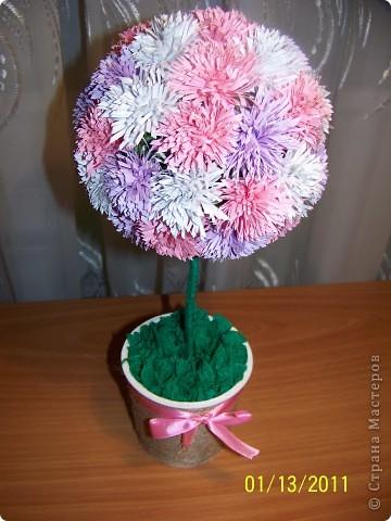 Я сегодня успела побывать на двух годовщинах свадеб. И в качестве подарка не смогла придумать ничего лучше деревьев счастья. Это розовое деревце я подарила своим соседям, замечательным людям, которые прожили в браке 38 лет. фото 3