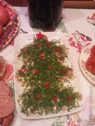 Очень хотелось порадовать ребенка интересным салатом.Состав салата любой. главное сделать форму и украсить. фото 2