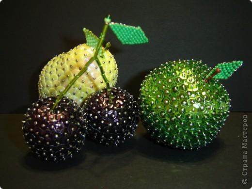 Листочки для фруктов плетем из бисера (способ - встречное нанизание).