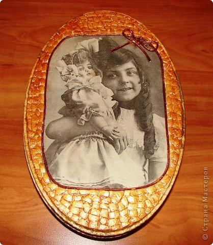Изначально увидела картинку, девочка как две капли воды похожа на мою племянницу, вот так я и решила для Настюши сделать шкатулку ко Дню рождения с её старинным клоном. фото 1