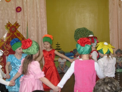 Вот такие шапочки были сшиты к празднику 8 марта. фото 3