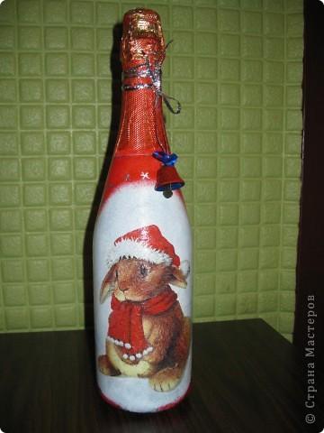 В этом году к новому году по маминой просьбе делала серию праздничных бутылочек - коллегам на работу, преподавателям и т.д. Пару бутылок остались не сфотографированными, к сожалению. Выкладываю, раньше не собралась ((( фото 9