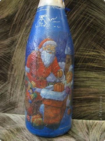 В этом году к новому году по маминой просьбе делала серию праздничных бутылочек - коллегам на работу, преподавателям и т.д. Пару бутылок остались не сфотографированными, к сожалению. Выкладываю, раньше не собралась ((( фото 2