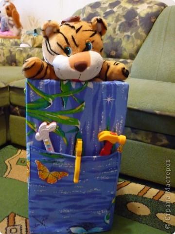 Мешок для игрушек, сделанный моей мамой, использовала 2 коробки и ткань (бязь). фото 1