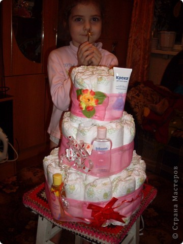 на торт ушло 42 шт.памперсов+лента и несколько приятных мелочей фото 1