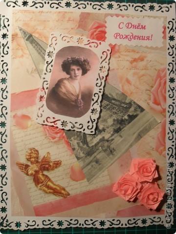 Привет из Парижа прошлого века. Фон - упаковочная бумага с ангелочками, розочками и какими-то надписями. Черно-белая старая фотография Эйфелевой башни, тонированная фотография красавицы - из интернета. Квиллинговые розочки повторяют розы на фоновой бумаге. фото 1