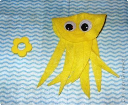 """Приклейте к конфетке с одним """"хвостиком"""" пластиковые глазки. Что получится? Рыбка. Таких рыбок можно использовать в качестве призов на детском празднике (например, на дне рождения в морском стиле). Подойдут рыбки и для создания сладкой открытки. фото 2"""