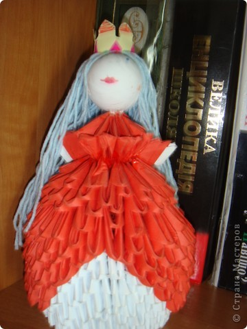 Всех кукол придумывала сама и делала тоже . хотела купить или найти книжку по этому типу оригами, но не получилось. Поэтому пытаюсь учиться сама. фото 1