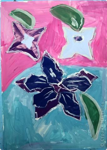 """Предложила ребятам после изучения холодных и теплых цветов выполнить букет для Снежной Королевы. Каждый должен аппликационно составить буке, """"заморозить""""лепестки и листья и оформить в холодный фон.  фото 5"""