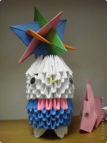 Цыпленок.  На занятиях по трудотерапии мы так же используем технику оригами