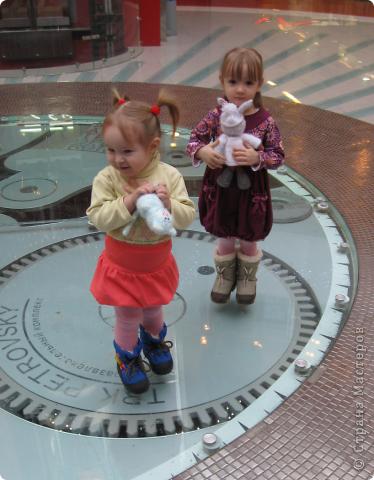 """Сегодня, в одном из торговых центров нашего города,состоялась встреча мастериц по случаю обмена игрушками. Обмен игрушками - """"игра"""", правила  которой очень просты: набирается n-ое количество человек (все желающие).Перетасовываются имена участников, чтобы каждому случайно досталось имя того, кому вяжет (или шьет  ) игрушку. Приурочиваем обмен к какому-то дню или празднику, а можно и просто так.То, что вяжем(шьем) - сюрприз! фото 9"""