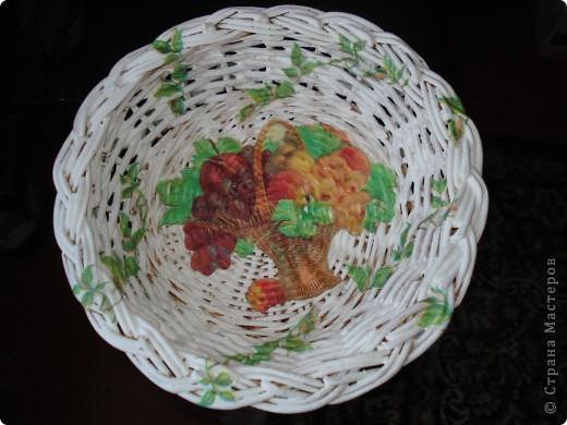 Мне подарили плетёную тарелочку и я решила её немного приукрасить. фото 1