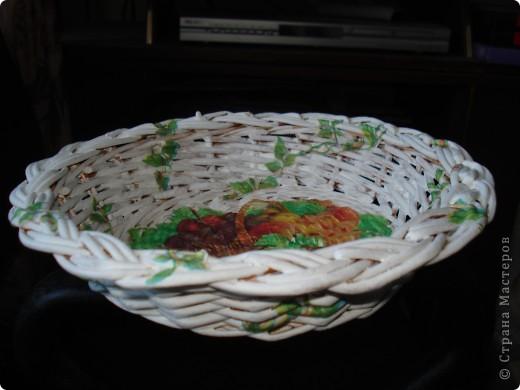 Мне подарили плетёную тарелочку и я решила её немного приукрасить. фото 4