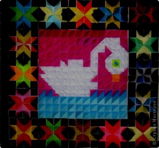 Эту аппликацию-орнамент мы сделали за два урока. Общий размер работы 1х1 метр. Каждый ребёнок делал свой маленький квадрат 20Х20 см с орнаментом для рамки. А потом все 16 маленьких квадратов соединили в общую рамку. Середину с лебедем доделывали все вместе. По-моему, получилось неплохо.