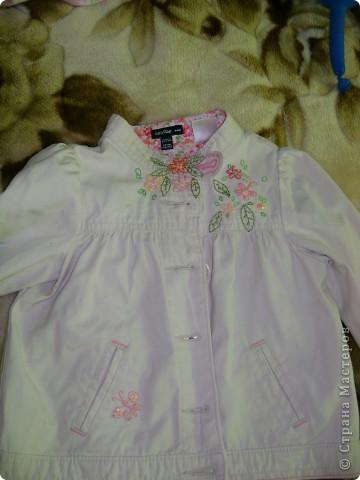 Вышивка на курточке у доченьки
