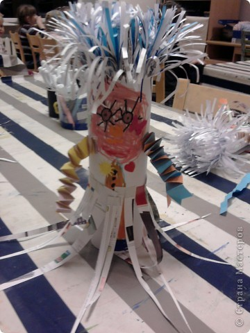 Наши ёжики и цветы из полосок бумаги(бумага пропущена через аппарат для уничтожения документов) фото 5