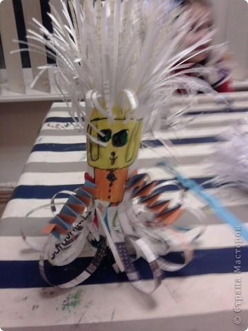 Наши ёжики и цветы из полосок бумаги(бумага пропущена через аппарат для уничтожения документов) фото 7