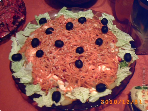 """Этот салатик впервые попробовала в ресторане, он мне настолько понравился, что решила воспроизвести дома. В этот салат """"влюблялись"""" все , кто хоть раз пробовал. Сочетание не совсем обычное, но поверьте ЭТО ОЧЕНЬ ВКУСНО!!!"""