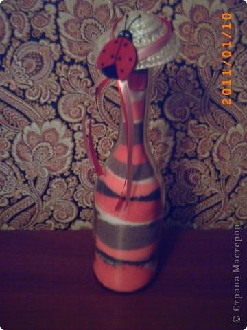 розовая бутылочка - с окрашенной солью, зеленая - декорирована сеткой и сухоцветом... фото 3