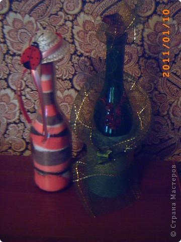 розовая бутылочка - с окрашенной солью, зеленая - декорирована сеткой и сухоцветом... фото 1