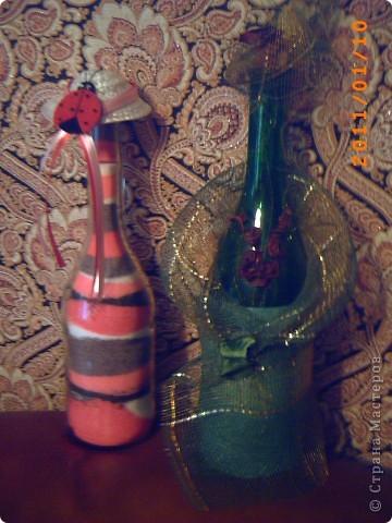розовая бутылочка - с окрашенной солью, зеленая - декорирована сеткой и сухоцветом... фото 2