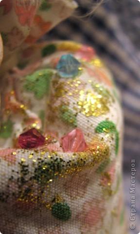Для Леночки (Kuld), я сделала эту маленькую ушастую девочку. Зайка слеплена из застывающей массы дарви-классик. Расписана акрилом. Волосы из овчинки, наклеяны прядями. В мешочке - лаванда)) Мешочек украшем кристаликами и блестками.  фото 6