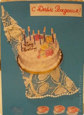 Стол накрыли, торт поставили... Открытку делали вместе с дочкой ( идея моя, исполнение Полинкино). Использовали распечатанные картинки, кружево, бусины. открытка для игры.   http://stranamasterov.ru/node/131341  фото 1