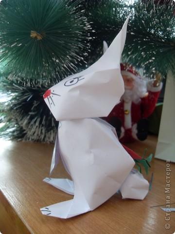 В прошлом году учила делать пакетики из бумаги и превращать их в разных героев. В этом году напомнила, что пакетики можно превратить в сумочку. Дашенька Дятлова, натура творческая, решила и пакетик превратить в самостоятельный подарок. фото 5