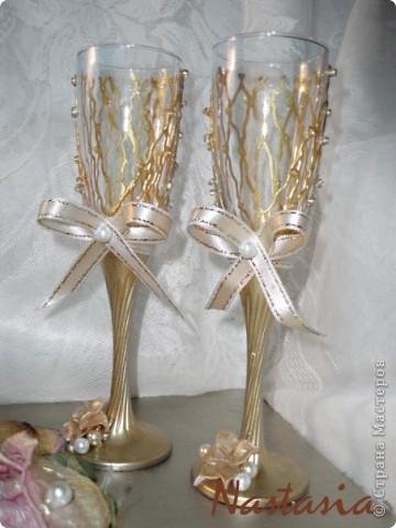 Бокалы, делала на свадебные торжества. Материалы: пластика, краска акриловая, ленты, бисер. фото 9