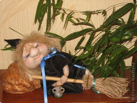 Маленькая ведьмочка по пути на Лысую гору прилегла отдохнуть... фото 1