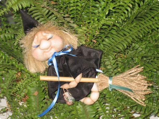 Маленькая ведьмочка по пути на Лысую гору прилегла отдохнуть... фото 6
